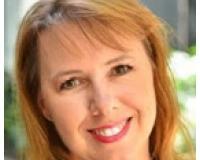 Kelly Emmons Headshot