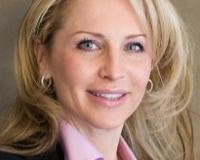 Kelly Olsen Headshot