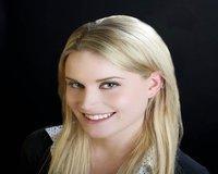 Katie Cooper Headshot