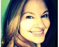 Lucy Landi Headshot