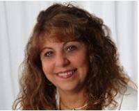 Lorraine Riendeau Headshot
