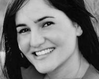 Laura Scoggins | Realtor Headshot