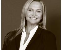 Renee Schlendering Headshot