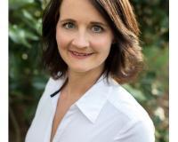 Laura Collins Headshot