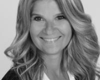 Suzanne Winiecki Headshot
