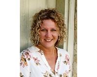 Amanda Dahlinghaus Headshot