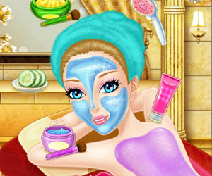 Bathing Spa Pregnant Queen