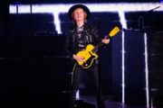 beck_hollywoodbowl_ZBIMAGES_first3-06307
