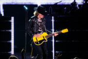 beck_hollywoodbowl_ZBIMAGES_first3-06327
