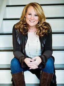 Photo of Leslie MacRossie