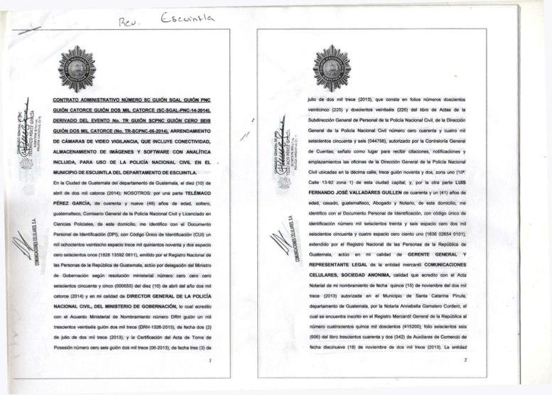 La imagen de uno de los cuatro contratos que firmaron Telemaco Pérez por parte de la PNC y Luis Fernando Valladares por TIGO, el 10 de abril del 2014.