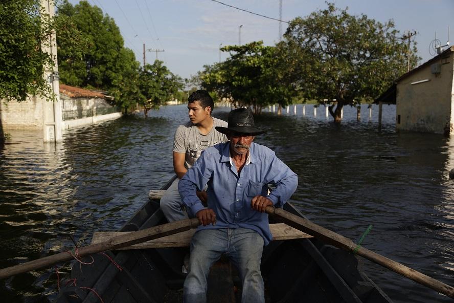 Miles de desplazados por inundaciones en el Cono Sur