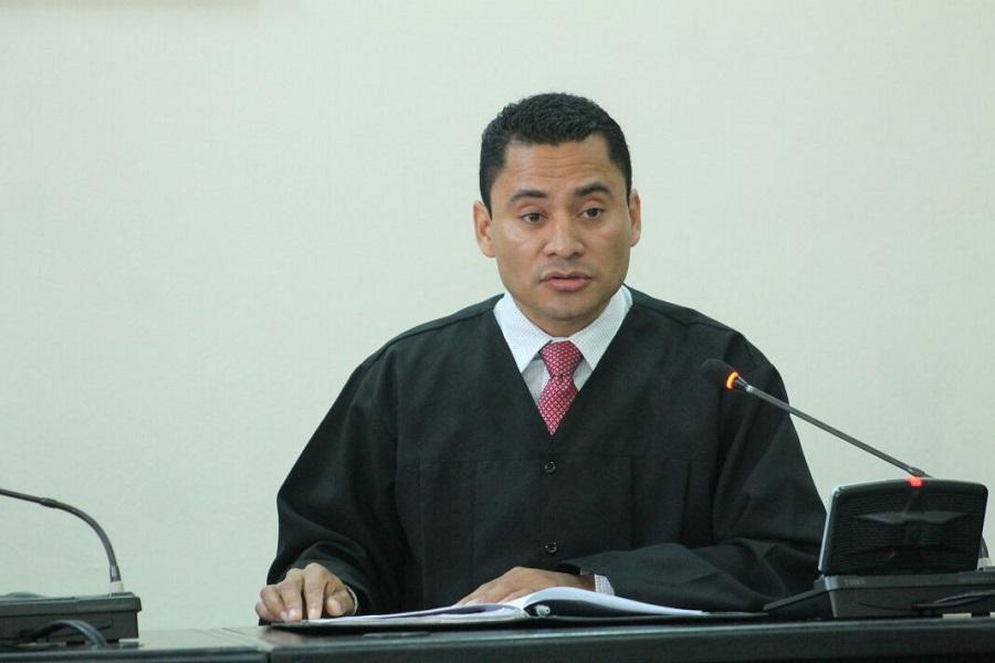 Piden medidas de seguridad para el juez que denunció a Stalling