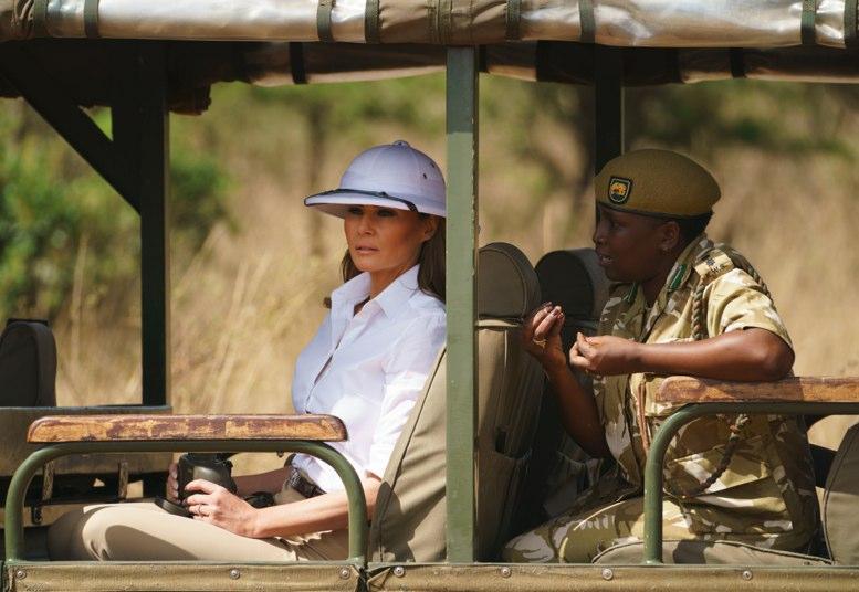 Melania Trump disfruta de Kenia con un safari y cachorros de elefante