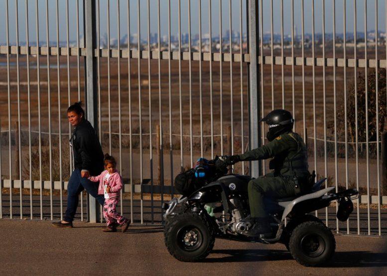 Muere por deshidratación niña migrante bajo custodia de Patrulla Fronteriza