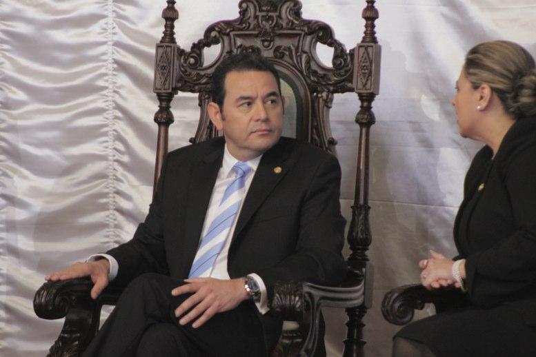 Protestan contra presidente Morales por crisis política — Guatemala