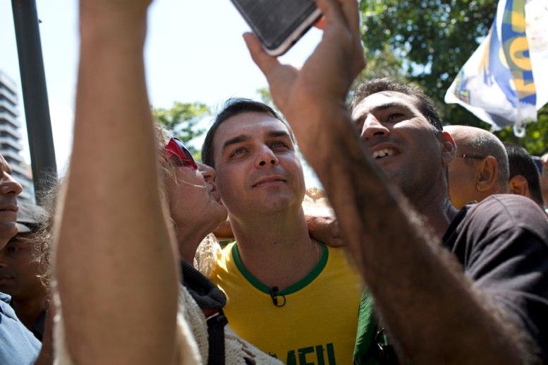 Hijo del presidente Jair Bolsonaro enfrenta nuevas acusaciones de corrupción