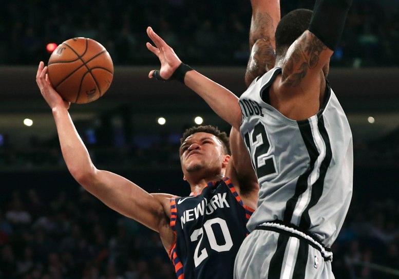 Knicks se atraviesan a los Spurs con Dotson a la cabeza