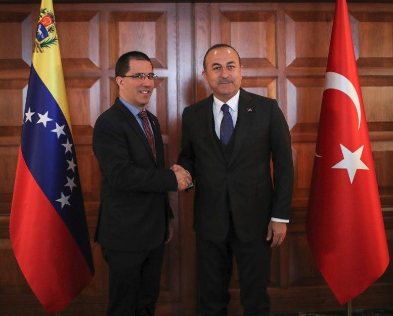 Turquía reafirma su apoyo a las autoridades legítimas de Venezuela