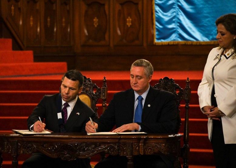 Trump amenaza a Guatemala con aranceles y cuotas a envíos de remesas