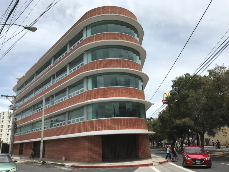 Edificio Z5 MP Compr Por Q313 Millones Contraloria Valu