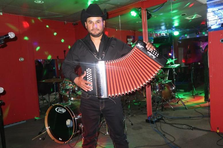 Omar Prado, un santarroseño que desde California sueña con cantarle a Guatemala - La Hora
