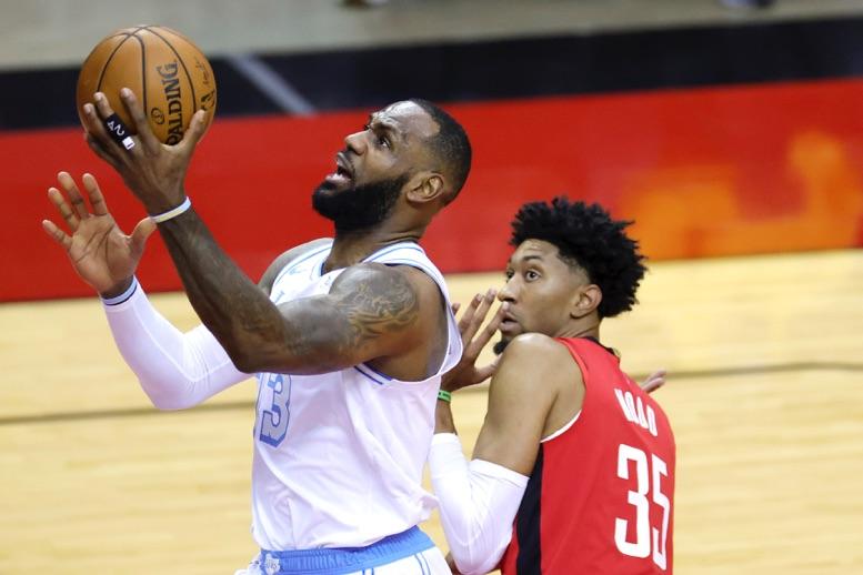 Lakers aplastan a Rockets en su 6ta victoria en 7 juegos
