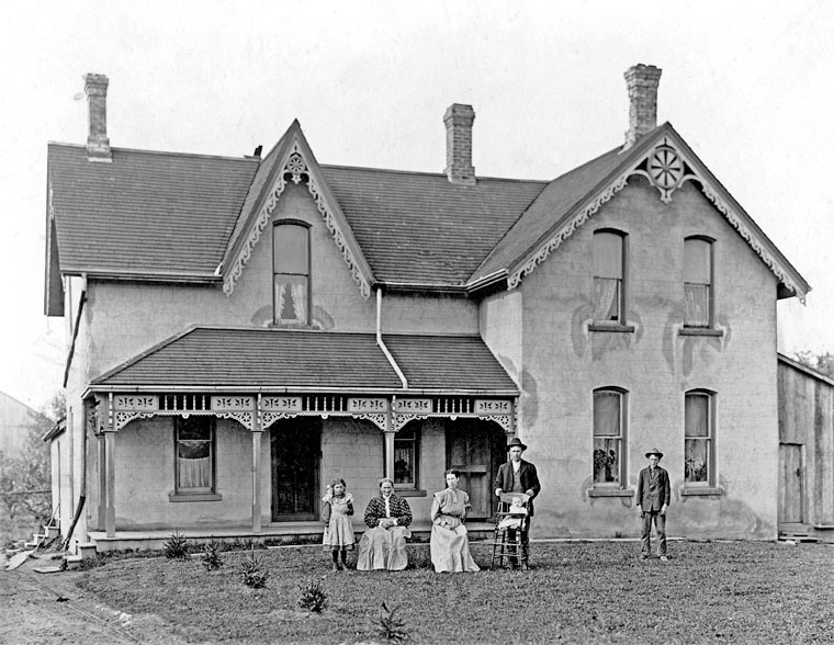 Ontario Farmhouse (Carter and Isaac photo, 1911)