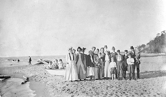 Knox Presbyterian Church, Warwick: Picnic at Ipperwash, early 1900s