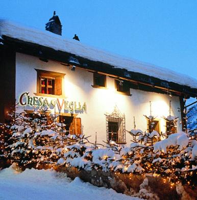 Chesa Veglia: live Grill show at Chadafö in St Moritz