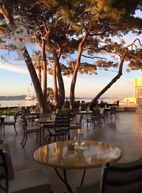 La Vague d'Or restaurant terrace dining