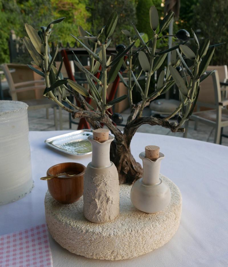 L'Oustau de Baumanière dining