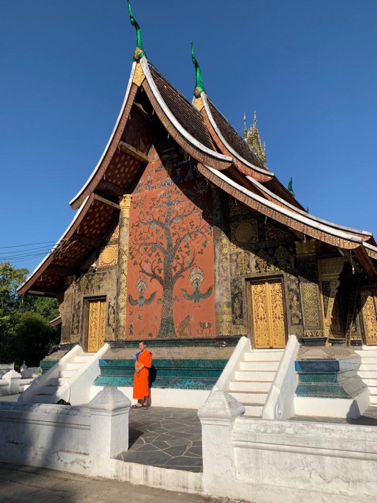 uttarasanga monks dress