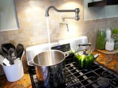 HKITC207H_Country-Kitchen-Range-Pot-Filler_s4x3_lg