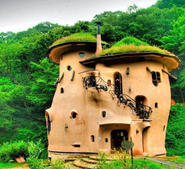 Cob-House-Round-Orange-Castle