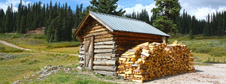 Wood_Shed_In_Colorado_Rocky_Mountains_September_2013