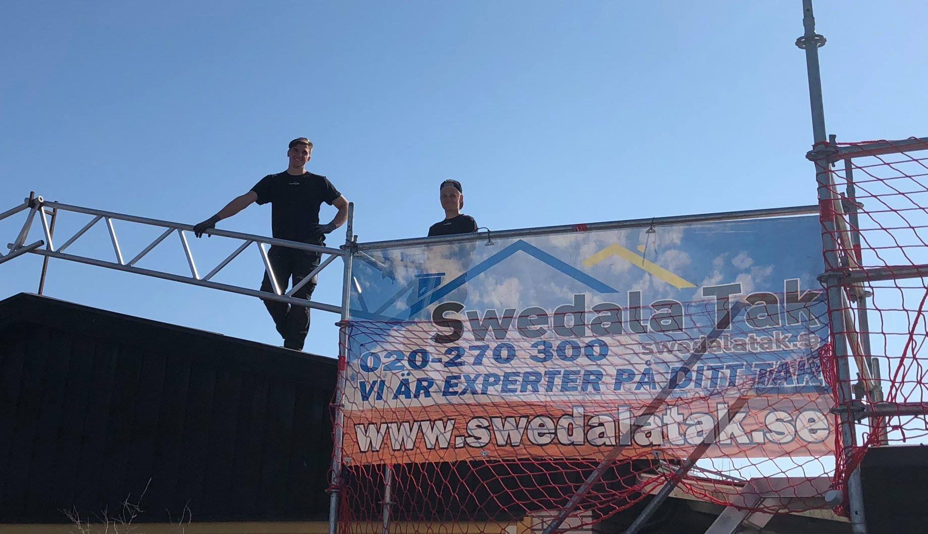 Grabbarna från Swedala lägger takpapp