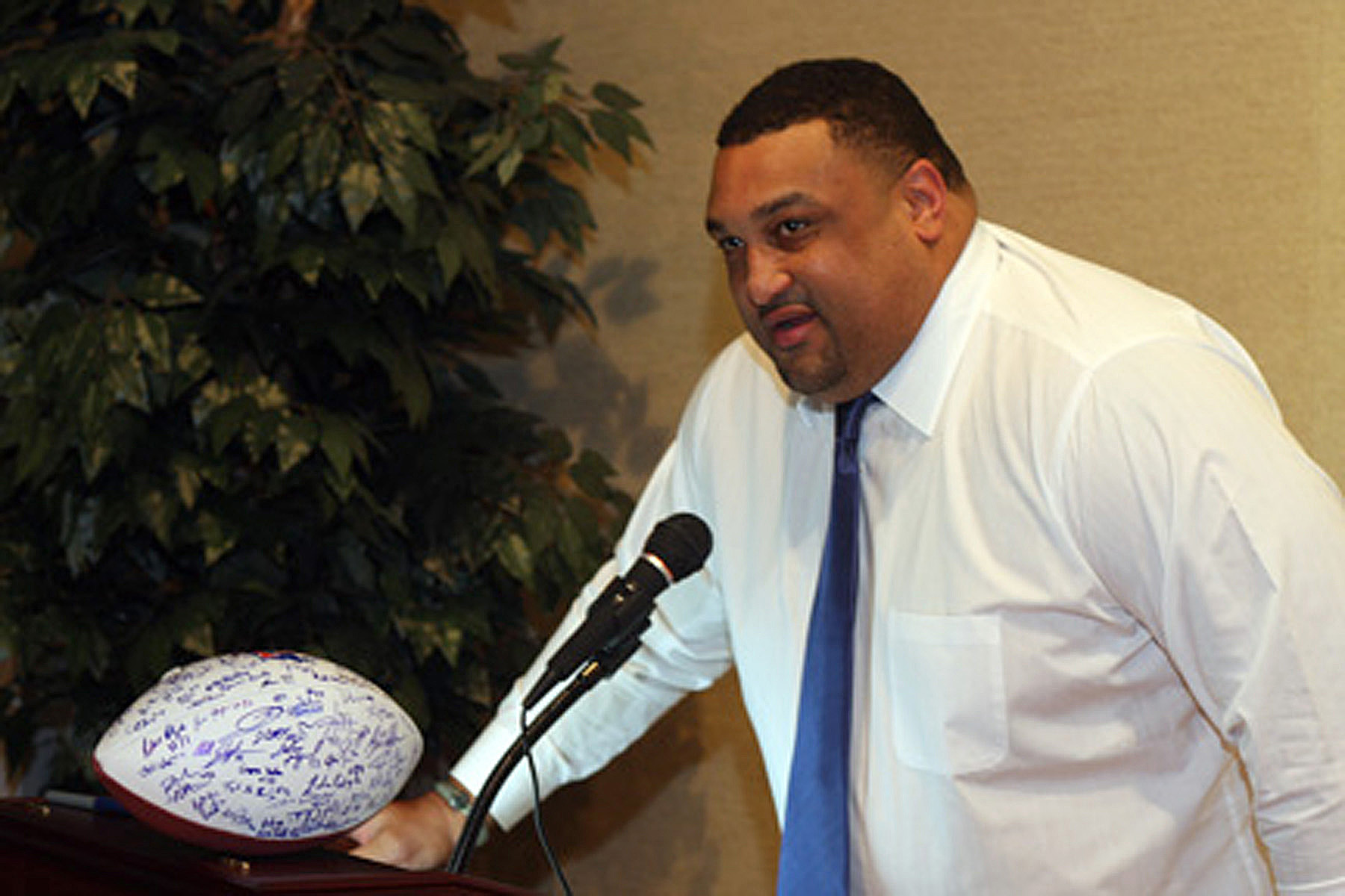 Willie Roaf was a Pro Football Hall of Fame Finalist this past year. Here he is seen speaking at the Louisiana Tech Football Banquet.