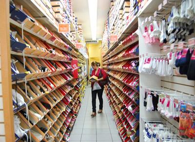 En cuestión de calzado, los comerciantes no se han quedado atrás y ofrecen un amplio y variado surtido de pares de zapatos para todos los gustos.