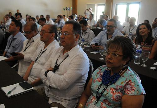 Los empresarios escucharon atentos la ponencia del exmandatario español.