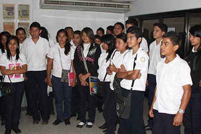 Los estudiantes del Centro de Educación Básica Ramón Cálix Figueroa conocieron de los trabajos que se ejecutan para imprimir a diario el Diario LA TRIBUNA.