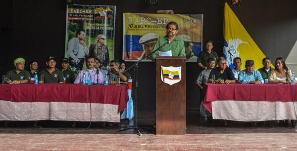 """La guerrilla comunista de las FARC, que cumplió 50 años, negó que el proceso de paz esté en un """"limbo"""" por la contienda electoral en Colombia."""