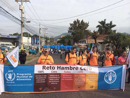 Miles de hondureños marcharon para promover la lucha contra el hambre y la desnutrición infantil.