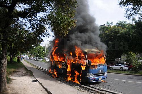 En el incidente salió con quemaduras de tercer grado el conductor.