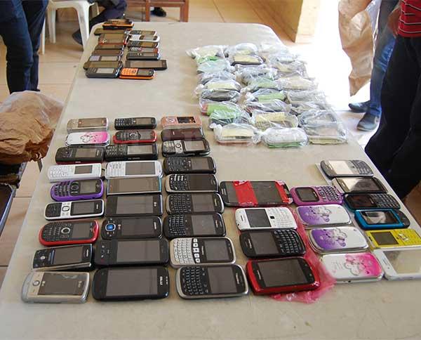 Los celulares que son decomisados por la Policía Nacional pasan a una cadena de custodia, la mayoría se pierden, pocos vuelven a sus dueños.