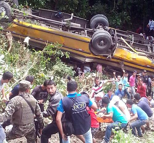 Tras el reconocimiento de ley, los restos fueron trasladados a Medicina Forense de San Pedro Sula.