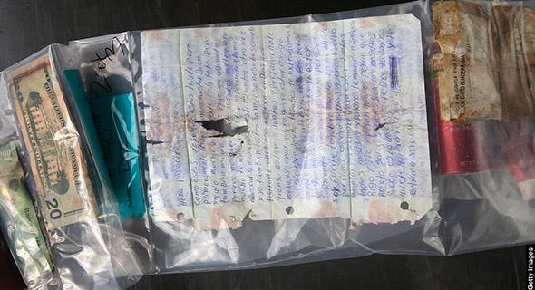Una carta a un ser querido y otros artículos personales, se  encontró entre las pertenencia de una persona no identificada.  Su cuerpo fue descubierto en el desierto de Arizona el 9 de octubre del 2014.