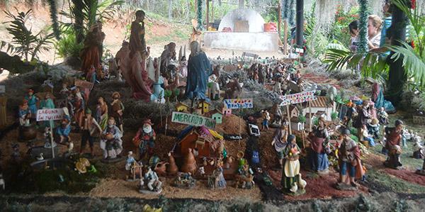 El tradicional nacimiento con gran variedad de figuras.