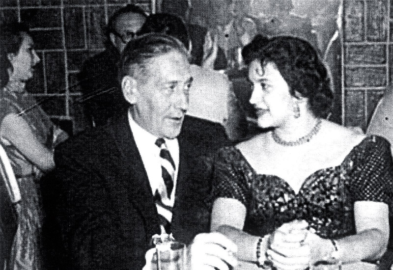 Ernesto Bondy Freytag (bisnieto) y su esposa Julia Reyes Rosa, en la actuación de los Churumbeles de España en el Hotel Lincoln, Tegucigalpa.