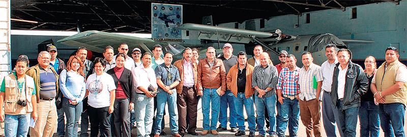 Grupo de alcaldes municipales que participaron en el sobrevuelo del Corredor Boscoso Central.